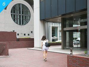 渋谷クロスタワーの裏、「渋谷教会」の隣のビルがNAGANUMA bldg.となります。